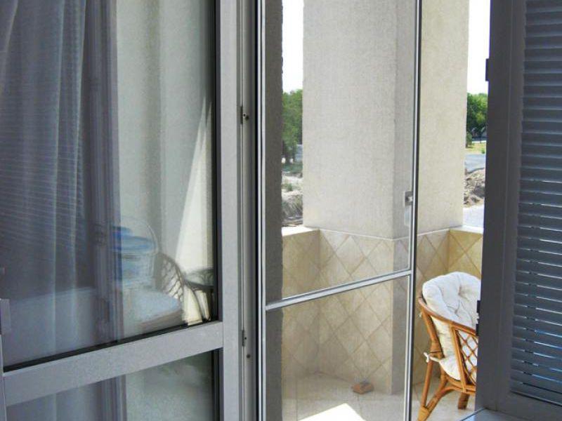 Купить москитную сетку на балконную дверь.