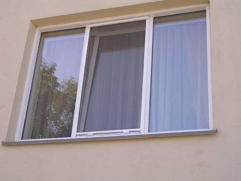 фото антимоскитной сетки на окне