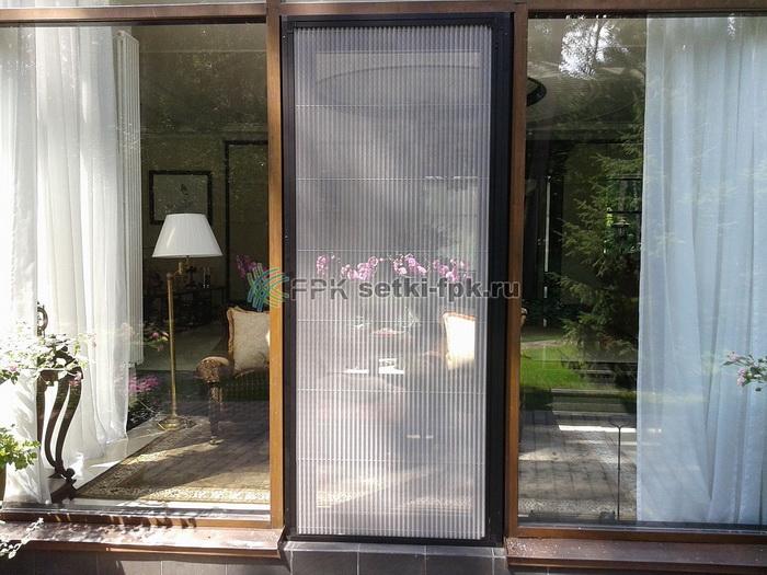 Противомоскитные сетки на дверь